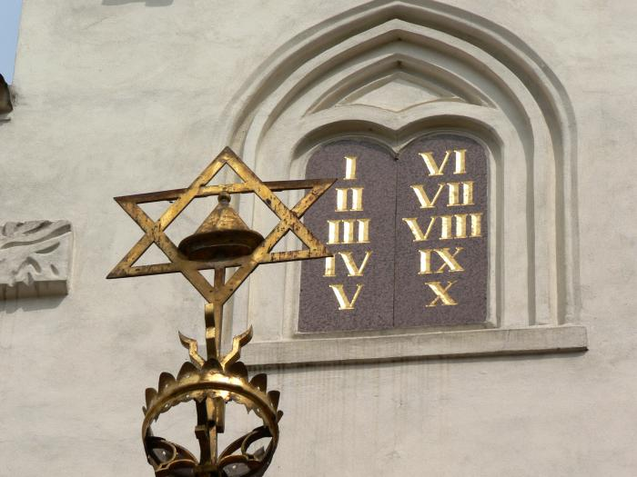 Maisel synagogue detail in Prague, Shutterstock
