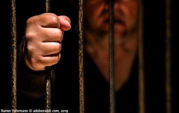 Détention des personnes faisant l'objet d'une procédure pénale : les droits sont-ils respectés ?