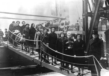 Arrival of Jewish refugees, London