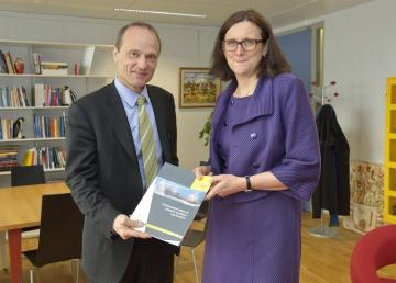 FRA Director Morten Kjaerum presents report to EU Home Affairs Commissioner Cecilia Malmström