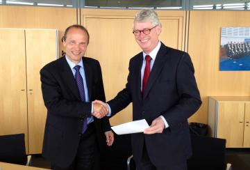 The FRA Director, Morten Kjærum, and the European Asylum Support Office (EASO) Executive Director, Robert K. Visser