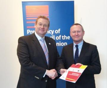 FRA Director Michael O'Flaherty presents 1st copy of new hate crime report to Dutch Security & Justice Minister Ard van der Steur