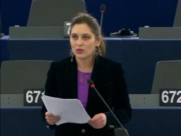MEP Lívia Járóka speaks at the EP debate on Gender aspects of the European framework of national Roma inclusion strategies.