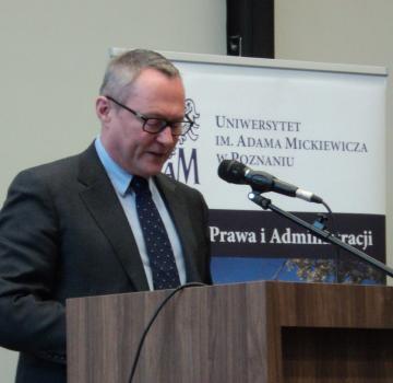 Le Directeur de la FRA parle de la protection des droits de l'homme en des temps difficiles