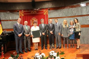 FRA Director Morten Kjaerum (c) receives the award from the Spanish Observatory against domestic violence, Madrid, 14 Oct 2014.