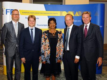 f.l.t.r. Jonas Grimheden, Michael Wiener, Navi Pillay, Morten Kjaerum, Orest Nowosad