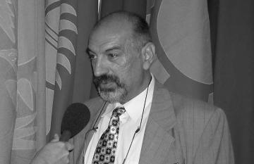 The late Roma activist Nicolae Gheorghe gives an interview to a journalist.