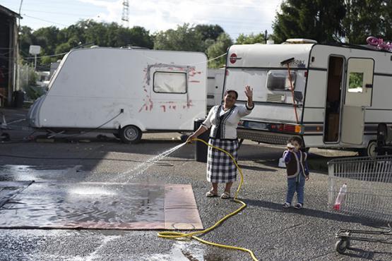 Enquête sur la situation des Roms et des Gens du voyage:  l'Europe doit briser le cercle vicieux de la pauvreté et de la discrimination à l'égard des Roms et des Gens du voyage