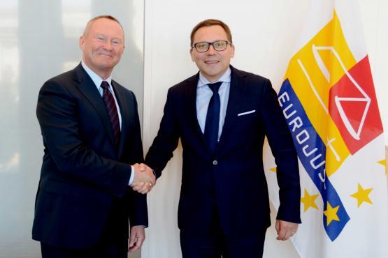 Intensivierung der Zusammenarbeit mit Europol, Eurojust und niederländischen Ministerien